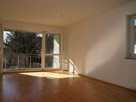 Helle geräumige 2 Zimmerwohnung im Ortskern von Eichwalde