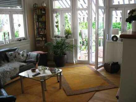 Neuwertige, helle Wohnung mit Balkon Nähe Roseninsel in BK