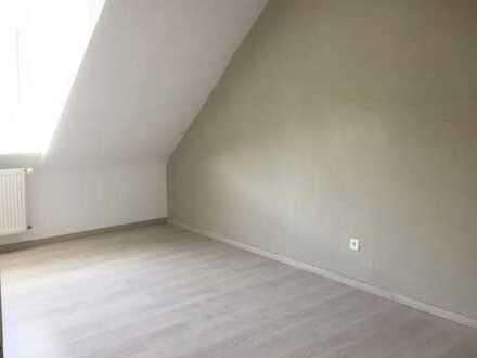 Vollständig renovierte 2-Raum-Dachgeschosswohnung mit Einbauküche in Pforzheim