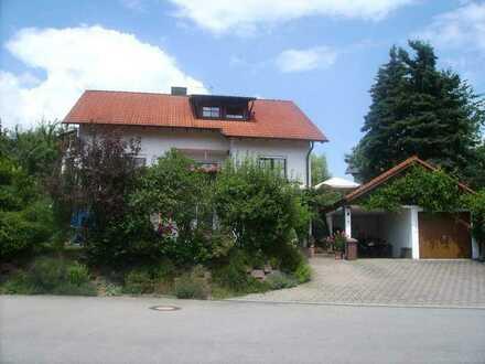 Sanierte 3-Zimmer-Dachgeschosswohnung mit Balkon und EBK in Hilzingen-Binningen