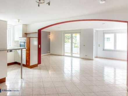 (360° + Video) Helle / moderne 4-Zimmer-Wohnung im Herzen von Singen