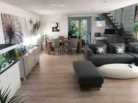 Die Besondere! Eigentumswohnung mit 180 m² Wohnfläche im OG und DG! Top ausgestattet und mit Garten!
