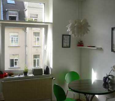 3 Zimmer in WG unterzuvermieten, Altbau in Neuehrenfeld