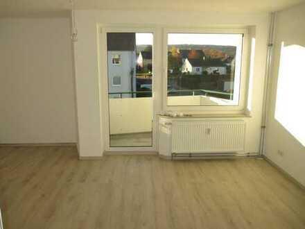 Nur noch Möbel rein! Frisch renoviert inkl. Bad! 3-Zimmer-Wohnung zu vermieten!