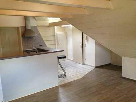 Gepflegte DG-Wohnung mit 2 Zimmern und EBK in Holzwickede
