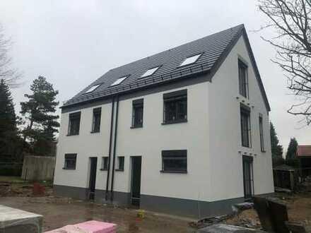 Doppelhaushälfte mit zwei Terrassen und zwei Balkonen - Neubau in Bühlau