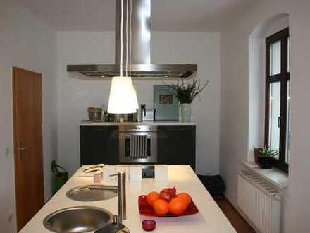 Sehr schöne, helle 2-Zimmer-Wohnung mit hochwertiger Einbauküche