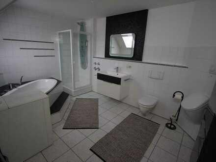 Voll möblierte 4-Zimmer-Wohnung mit Balkon und Einbauküche in Augsburg (Kreis)