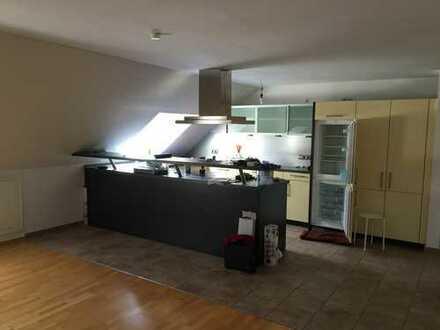 Provisionsfreie - sonnige 5 Zimmer Dachwohnung im Wendelsteiner Altort; Bezugsfrei ab 1.7.2020
