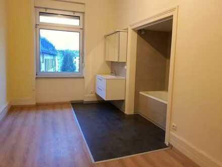Helle Wohnung in saniertem Altbau in der Innenstadt nur für Single oder Paare!