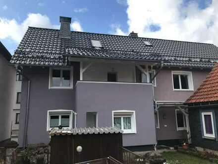 Wohnhaus für zwei Familien mit großer Ausbaureserve