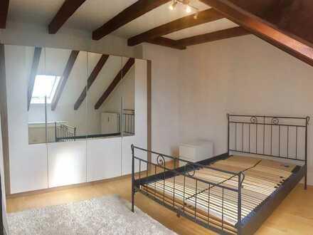 Sehr schönes, voll möbliertes Appartement im DG