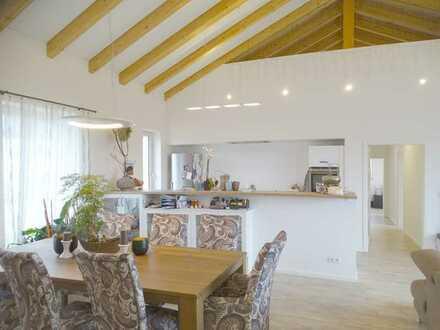 Architektenhaus im Bungalowstil mit Satteldach, 5 Zimmer / 180m² Wohnfläche