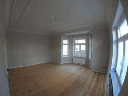 Frisch renovierte Altbauwohung - 6 Räume, 160qm
