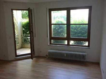Esslingen-Hohenkreuz: Sehr schöne und modernisierte 1-Zimmer-Erdgeschosswohnung mit Balkon
