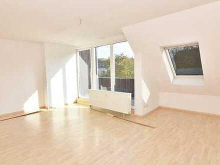 *** Groß, größer, Zeißstraße! 85 m² mit 3 Räumen unterm Dach! ***