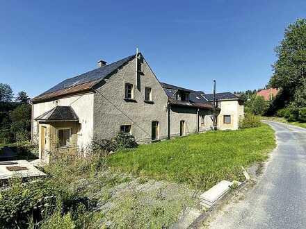 Mehrfamilienhaus und ehemalige Weberei