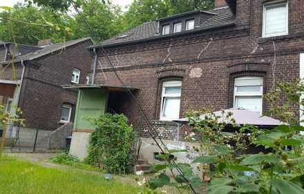 Ein sehr gemütliches Einfamilienhaus mit eigenem Garten in einer ruhigen Umgebung.
