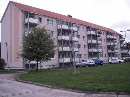 3- Zimmer-Whg., Küche + Bad m. Fenster, Balkon, Keller, StPl. WE 53, Erfurter Straße 9