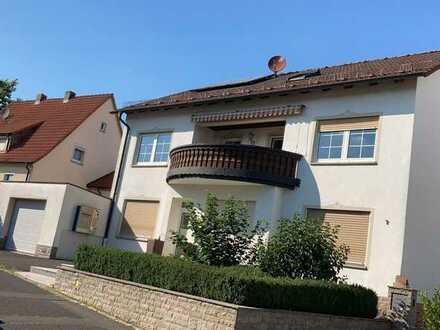 Sanierte Wohnung mit vier Zimmern sowie Balkon und Einbauküche in Rottendorf