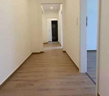 Viel Platz in frisch sanierter 5-Zimmer Stadtwohnung