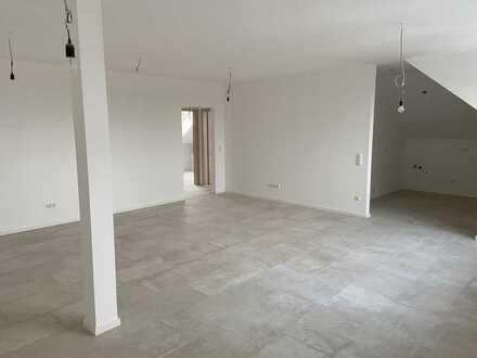 Erstbezug nach Kernsanierung: großzügige 3-Zimmer-Dachgeschosswohnung in Oberdischingen