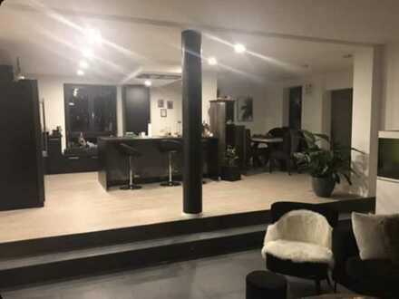 Großzüge, komplett sanierte drei Zimmer Wohnung in Sankt Johann