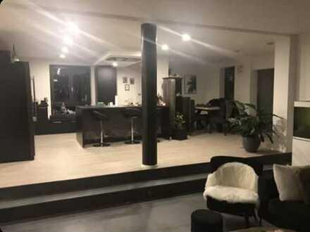 Großzügige, komplett sanierte drei Zimmer Wohnung in Sankt Johann