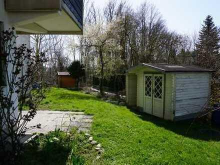 Terrassenwohnung neu renoviert. Mit Einbauküche.