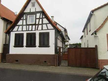 Zwei Häuser mit Anbau und Hof, zum modernisieren!