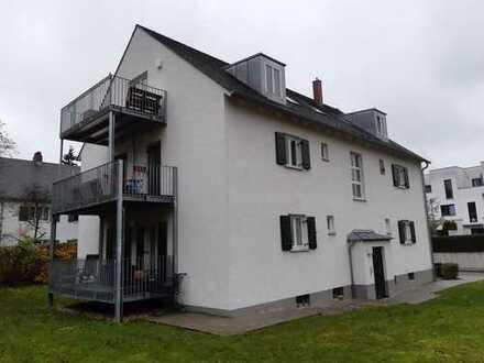 Traumhafte 3 Zimmer DG-Wohnung mit Südbalkon in der Grünen Mitte!!