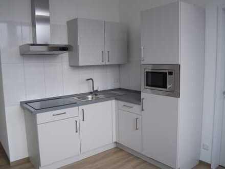 SOFORT EINZIEHEN ! Möbliertes Apartment mit neuer Einbauküche, Dreifachverglasung, Fahrstuhl!
