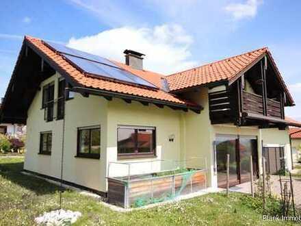 RESERVIERT!Freistehendes helles und geräumiges Haus perfekt für Familien oder Mehrgenerationswohnen!