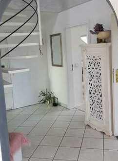 Stilvolle, gepflegte 3,5-Zimmer-Maisonette-Wohnung mit Balkon und EBK in Göppingen