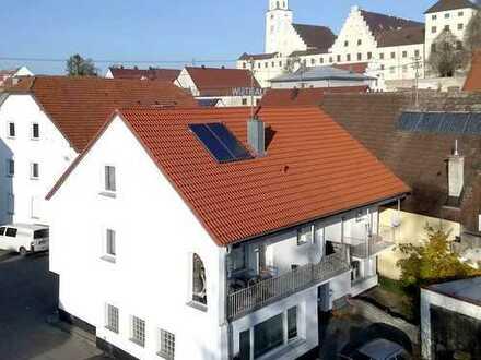 Arbeiten und Wohnen unter einem Dach: Zweifamilienhaus mit Gewerberäumen in Babenhausen