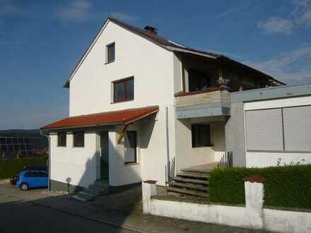 Großzügiges Mehrfamilienhaus mit 3 Garagen in 86709 Wolferstadt