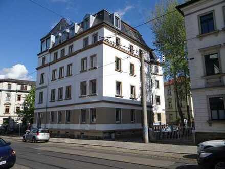 m² - 2Raum im 2. OG mit Balkon, Einbauküche und Fußbodenheizung - Erstbezug nach der Sanierung -