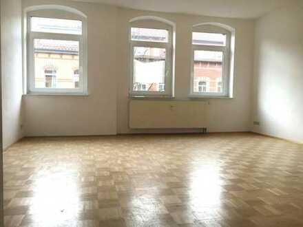 WG-geeignet! Geräumige 2-Zimmerwohnung mit Balkon und Einbauküche in toller Lage!