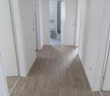Vollständig renovierte 3-Zimmer-Wohnung mit Balkon und EBK in ruhiger Lage