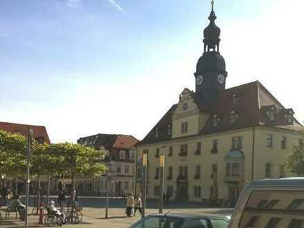 ! Diese Top-Ausichtslage eine Büro-, Praxisfläche am schönen Marktplatz von Borna, bei Leipzig !