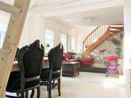 2 hochwertig renovierte Wohnhäuser wurden zu einem Wohnhaus in interessanter Lage in der Nähe der Sc