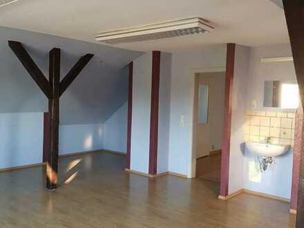 Schönes, helles Büro mit Wasseranschluss und Laminatboden in Kölleda zu vermieten!