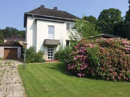 Bestes, ruhiges Volksdorf - 5-Zi.- Einfamilienhaus + Wintergarten mit ca. 1.100 m² großem Grundstück