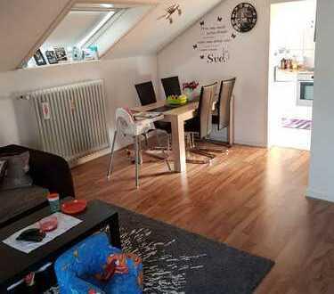 Gepflegte 2-Zimmer-DG-Wohnung mit Balkon in Markgröningen
