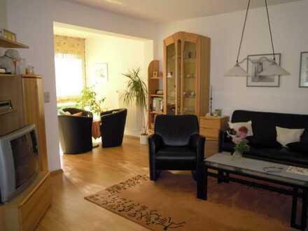 Gepflegte, helle 5-Zimmer-Maisonette-Wohnung mit Balkon und EBK in Unna