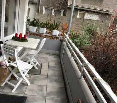 Gepflegte 2,5-Zimmer-Hochparterre-Wohnung mit Balkon und Einbauküche in Duisburg