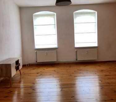 1 Zimmer ca. 16 QM in einer 2 Zimmer Wohnung mit 66 QM zu vermieten!