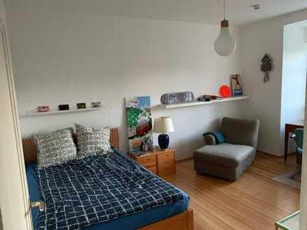 Schönes, helles 18 qm Zimmer in 3er WG
