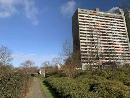 Attraktive 4,5 Zimmerwohnung mit Aufzug,Tiefgarage und Hausmeisterservice im Wohngebiet Asemwald