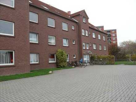 Schöne große, aufgeteilte 3 Zimmerwohnung im DG